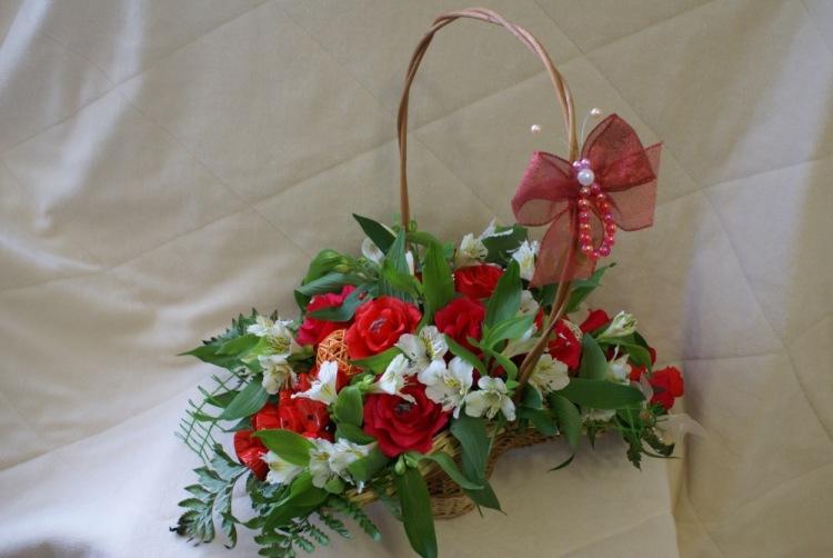Букет из конфет с цветами живыми своими руками