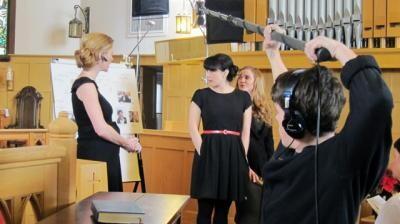 """Сара Каннинг и Миа Киршнер на съемках фильма """"I Think I Do"""""""