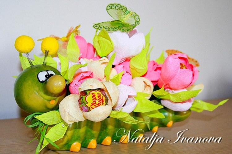 Букеты из конфет для девочек своими руками фото