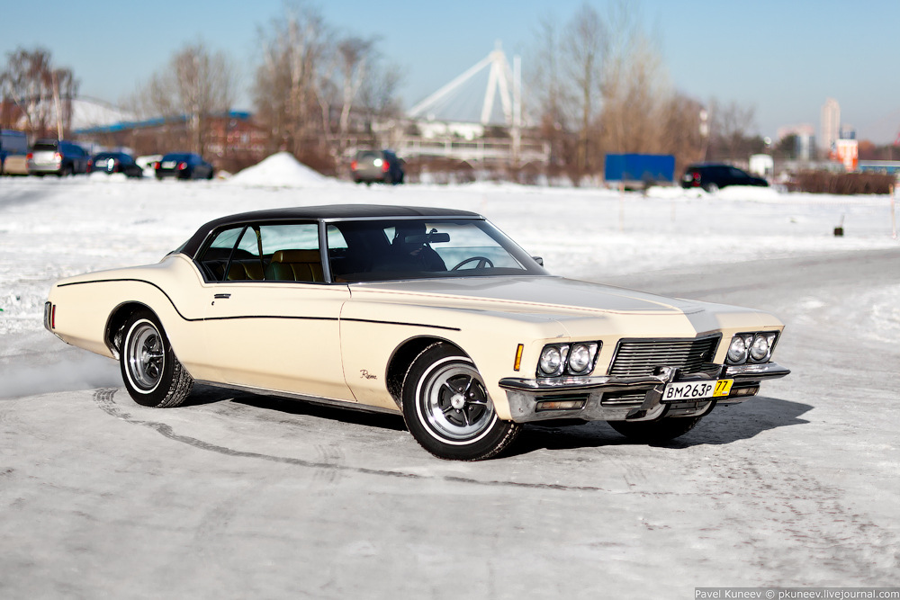 Riviera by Buick '71