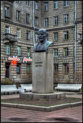 Ленин на улице Ленина в городе имени Ленина