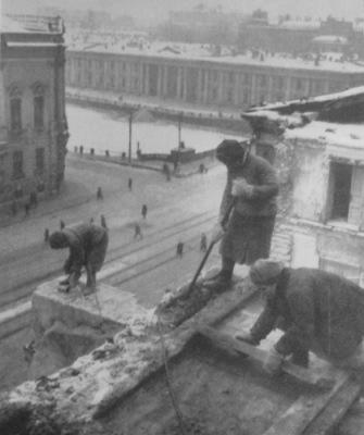 Невский, 68.  Восстановление  после блокады.