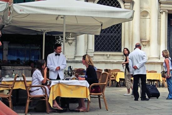 Венеция. Уличный ресторанчик.