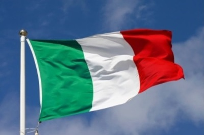 Флаг Италии (фото) развевается на ветру.