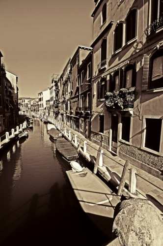 Венеция. Канал. Сепия.