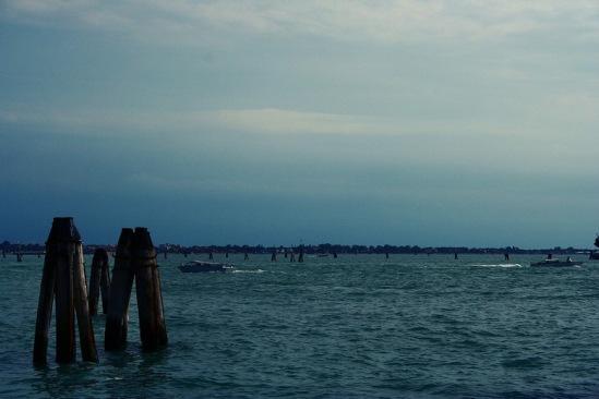 Венеция. Лагуна. Лоцманские вешки.