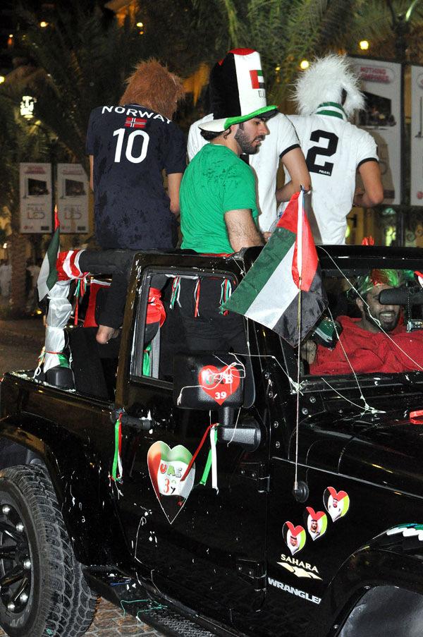 Народные гуляния по случаю 39-ти летия образования ОАЭ.
