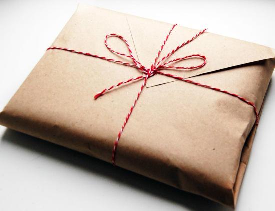 Как упаковать подарок в крафт