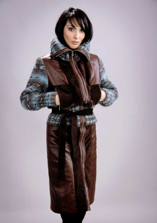 Пальто кожаное с трикотажными деталями.