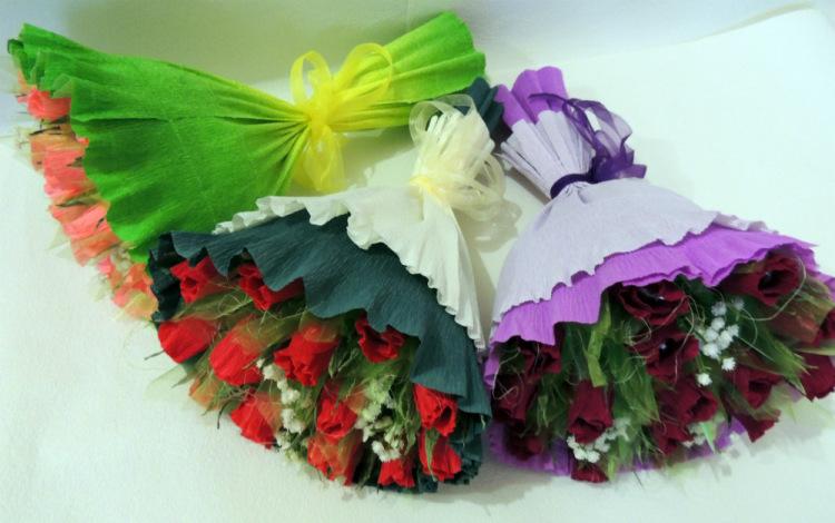 Букетик цветов из гофрированной бумаги своими руками