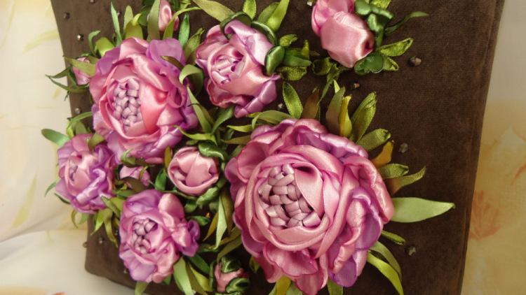 """Вышивка лентами  """"Роза """" (видео-урок).  6 фев 2010 .  В-третьих, вышивка лентами не требует большой точности в"""