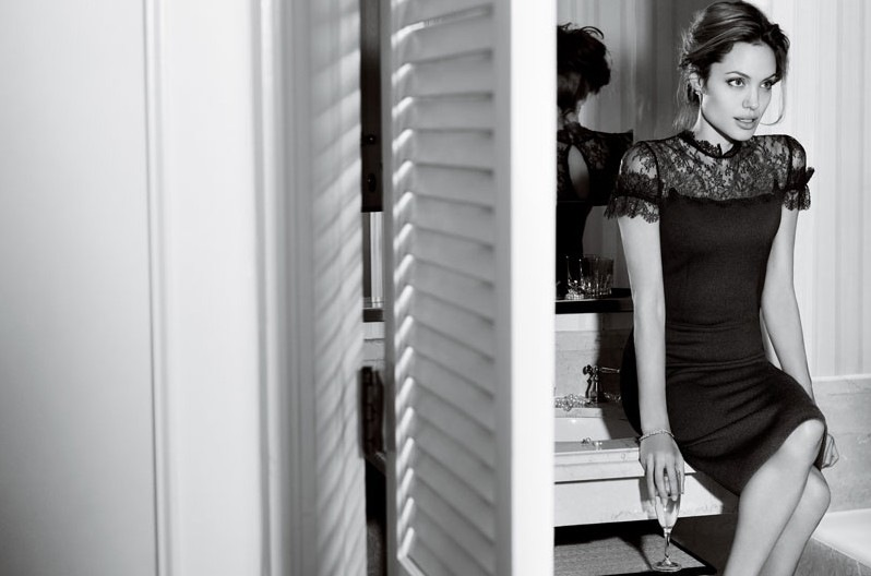 Сняла черное обтягивающие платье фото 599-464